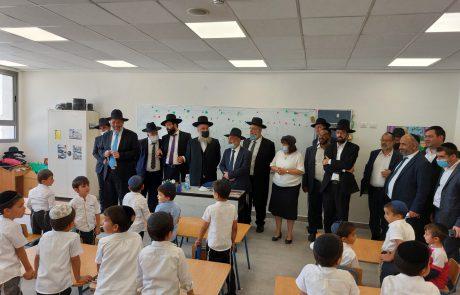 """יו""""ר תנועת ש""""ס וראש העיר ביקרו במוסדות החינוך"""